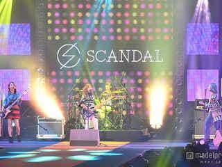SCANDAL「GirlsAward」初出演でパワフルに圧倒 モデルとのコラボ演出も