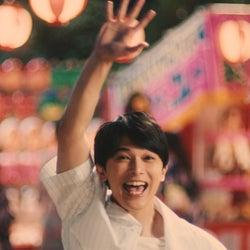 """吉沢亮&広瀬すず""""カップル""""、夏祭りで抱き合う?"""