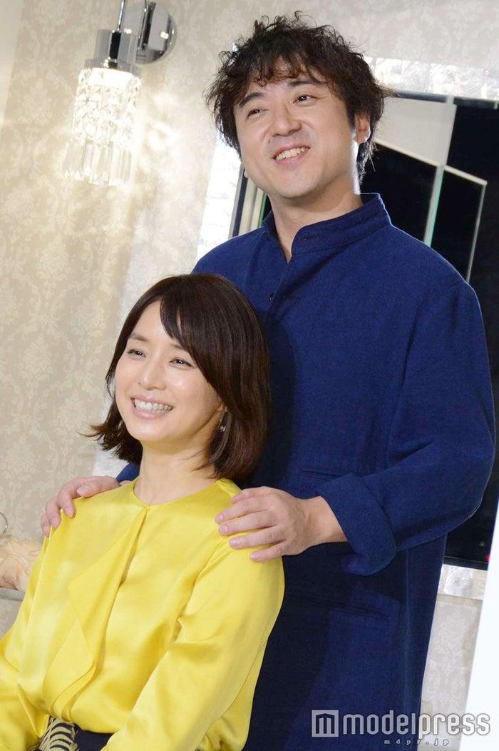 夫婦感溢れる石田ゆり子、ムロツヨシ (C)モデルプレス
