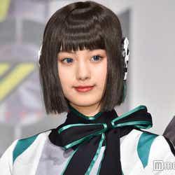 <鶴嶋乃愛(つるしま・のあ)プロフィール>2001年5月24日生まれ、高知県出身。2013年「第21回ピチモオーディション」でグランプリを受賞し、雑誌「ピチレモン」の専属モデルに。その後雑誌「Popteen」の専属モデルとなり、同誌を牽引する人気モデルとして活躍。2019年9月から放送中の特撮ドラマ「仮面ライダーゼロワン」にて女優デビューを果たし、秘書型AIロボ・イズ役で大きな注目を集めている。