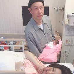 出産を直後の家族写真 (C)AbemaTV