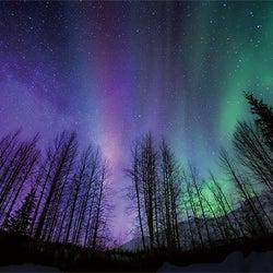 天体が奏でる宇宙の歌|オーロラ