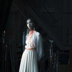 21~22年秋冬パリ・コレクション 「マメ・クロゴウチ」鮮やかな色を利かせたクリーンなイメージ