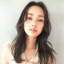 モデルプレス - 冬の髪型はセミロングで決まり♡小顔に見せる大人女子のトレンドスタイル特集!