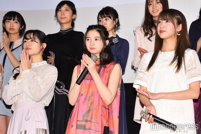 伊藤萌々香、桜田ひより、志田友美 (C)モデルプレス