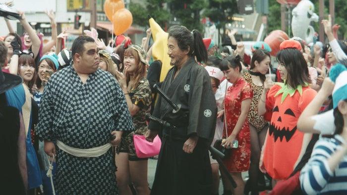 「侍、ハロウィンで出会う」篇より(提供写真)