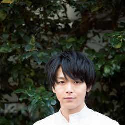 """モデルプレス - 中村倫也、13年ぶり朝ドラで""""女泣かせなゆるふわイケメン""""<半分、青い。>"""