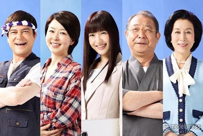 (左から)川平慈英、堀内敬子、神田沙也加、平泉成、高畑淳子(C)TBS