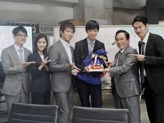 """鈴木仁、20歳誕生日を「TWO WEEKS」キャストがお祝い """"W三浦""""の「背中を追いかけていきたい」"""