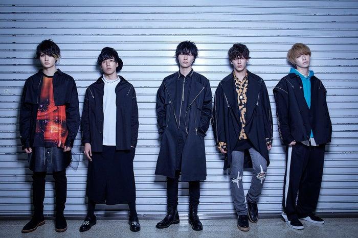 EVEN 左から:ギター・涼(栗原吾郎)、ギター・快(坂東龍汰)、ボーカル・武人(桜田通)、ベース・充(才川コージ)、ドラム・春雄(櫻井圭佑)/提供写真