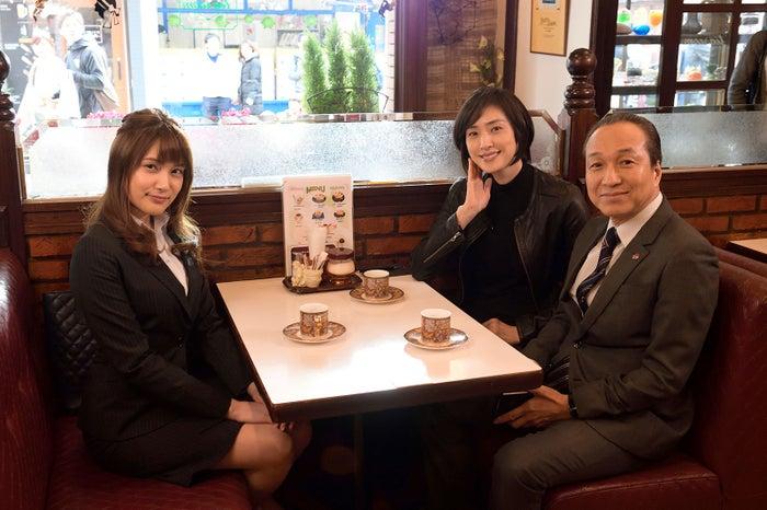 (左から)入山杏奈、天海祐希、小日向文世 (画像提供:テレビ朝日)