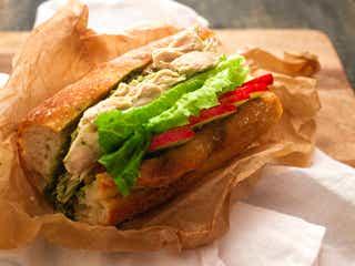 【簡単レシピ】サラダチキン活用術「チキンとバジルのサンドイッチ」