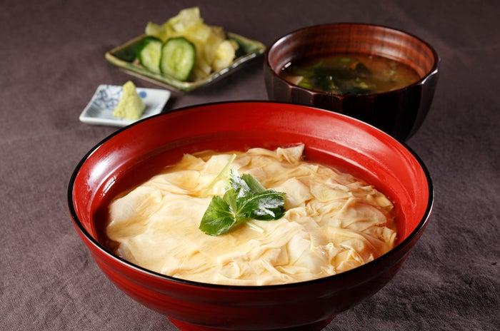 国産大豆で作られた日光産のゆばをたっぷり使った「日光ゆば丼(¥1,050/税込)」/提供画像
