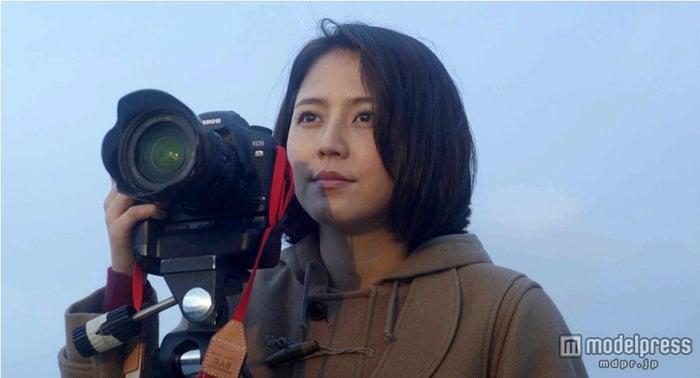 カメラマンを夢見る女の子を演じた長澤まさみ/「End roll」ミュージックビデオのワンシーン