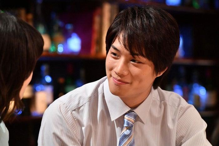 波瑠、鈴木伸之/「あなたのことはそれほど」第4話より(画像提供:TBS)