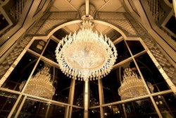恵比寿ガーデンプレイスのクリスマス、世界最大級のシャンデリアが輝き放つ