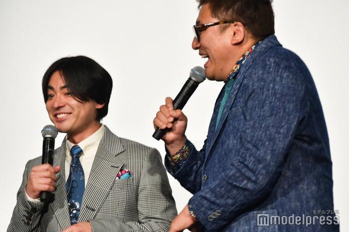 「俺を前にして!」と目を丸くする山田孝之、福田雄一監督 (C)モデルプレス