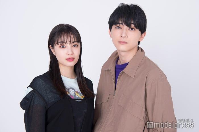 モデルプレスのインタビューに応じた(左から)広瀬すず、吉沢亮 (C)モデルプレス