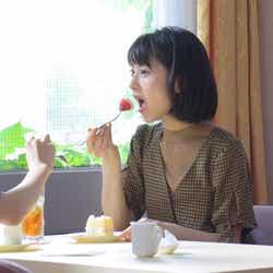 浜辺美波/メイキングカット(提供画像)