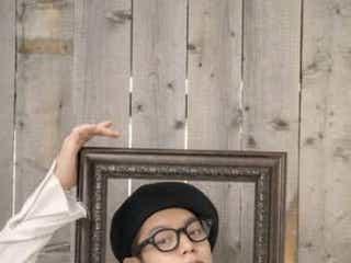 窪田正孝のベレー帽×メガネ姿にファン悶絶、12月デジタルカレンダー発売