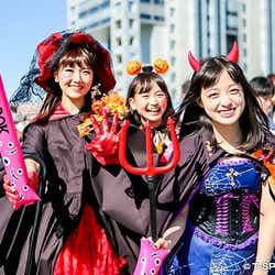橋本環奈(右)、橋本幸奈(中)、西岡優菜(左)のハロウィーン仮装が可愛い!【モデルプレス】