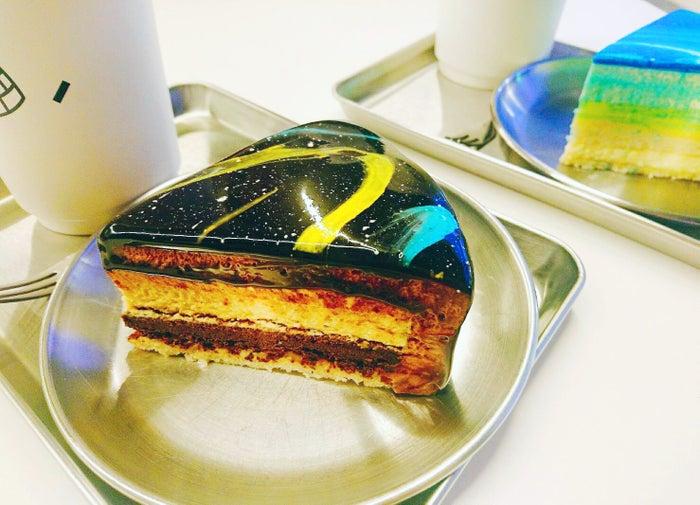 """""""宇宙ケーキ""""は1ピース7,500w(提供画像)"""