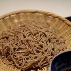 一度食べたら忘れられない!新進気鋭の職人が打つ日本古来そば「在来種」が味わえる 西麻布『蕎麦おさめ』