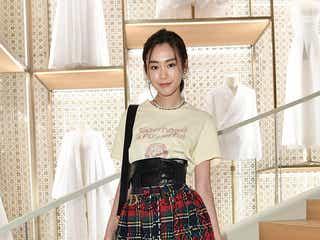 桐谷美玲、カーリー・クロスらと共に「Dior」シャンゼリゼ店パーティに招待