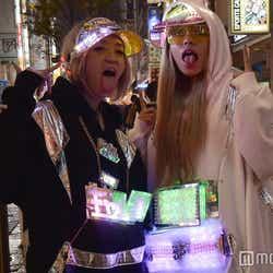 モデルプレス - 「ギャル電」が話題沸騰 いったい何者?渋谷ハロウィンで本人達を直撃