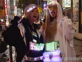 「ギャル電」が話題沸騰 いったい何者?渋谷ハロウィンで本人達を直撃