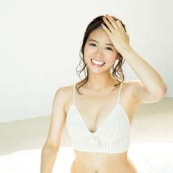 井口綾子「FRIDAY」初表紙 ふんわりバスト×モッツァレラボディで魅了