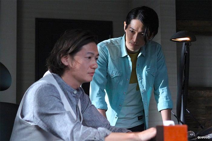 (左から)井浦新、DEAN FUJIOKA/連続ドラマ「探偵の探偵」第1話より