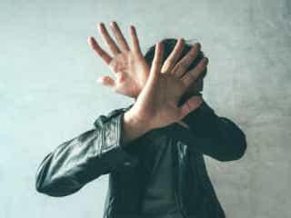 夫に浮気疑われた妻が激怒 夫らの顔に酸をぶちまける拷問で逮捕 「お前、浮気しているんだろう?」と疑い絡んできた夫に、妻の怒りが爆発。家族に相談し、夫に制裁を加えた。