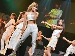 lol、圧巻ライブに女子高生が熱狂 人気ナンバーで会場を一つに<セットリスト>