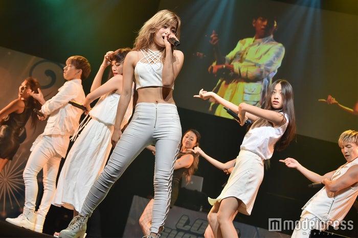 lol、圧巻ライブに女子高生が熱狂 人気ナンバーで会場を一つに<セットリスト>(C)モデルプレス