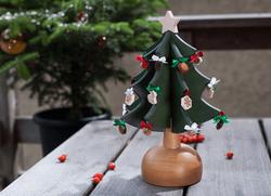クリスマスソングにうっとり♡ロマンチックでオシャレな木のオルゴールツリー