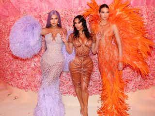 キム・カーダシアン&ケンダル・ジェンナー&カイリー・ジェンナーのSEXYドレスに注目 一族で「MET GALA」登場でインパクト大