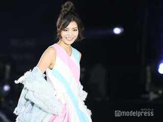 注目の美女・蜂谷晏海、台湾でも美貌際立つ 肌見せスタイルでランウェイ<ASIA FASHION AWARD 2018>