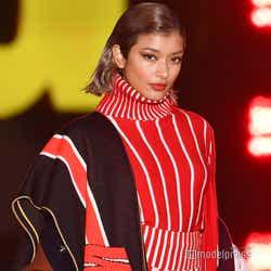 モデルプレス - ローラ、トップバッターで「ガルアワ」開幕  シークレット登場に会場熱狂<GirlsAward 2019 A/W>
