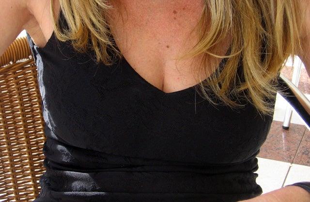 男女でバストサイズの考えはちがう!? 巨乳は何カップからだと思う?「男女共1位 Dカップ」