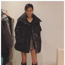 モデルプレス - 小島瑠璃子、生足全開のミニ丈美脚ショットに反響「見惚れた」「スタイル抜群」