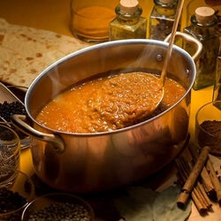 お盆休みのランチにも。毎年大人気のカレーブッフェが、今年も期間限定登場