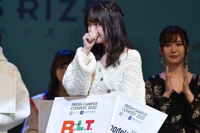 グランプリに呼ばれ目に涙を浮かべる石川真衣さん(C)モデルプレス