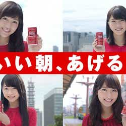 各地の名所とともに映る、AKB48の渡辺麻友、横山由依、柏木由紀、木崎ゆりあ(写真左上から時計回りに)