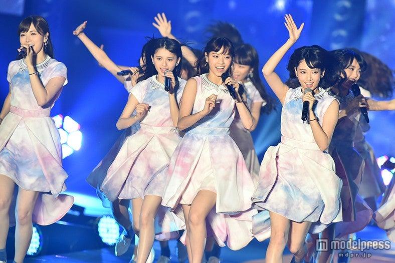 「GirlsAward 2015 A/W」に出演した乃木坂46【モデルプレス】