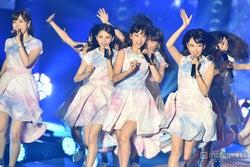 乃木坂46の迫力ライブに3万4千人が熱狂「めちゃくちゃ楽しい!」可愛すぎるハプニングも<GirlsAward 2015 A/W>