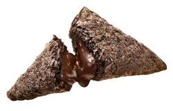 マクドナルド、人気の三角チョコパイからプレミアムが登場 ヘーゼルナッツの風味豊かな味わい
