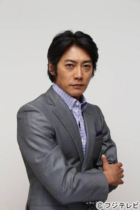 ドラマ「福家警部補の挨拶」の初回犯人役を演じる反町隆史