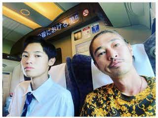 窪塚洋介、息子・愛流との2ショット公開 「似てきた」「かっこよすぎる親子」の声