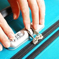 スーツケースの鍵大全|TSAロック、別売ロック、開閉方法からトラブル対処法まで